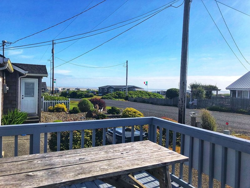 Love Shack Cabins, VIEW, Walk to beach, Pet friendly, WiFi, BBQ, holiday rental in Pacific Beach