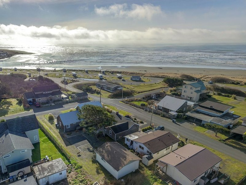 Love Shack Cabins, Large Studio-Style Beach Cabin, holiday rental in Pacific Beach