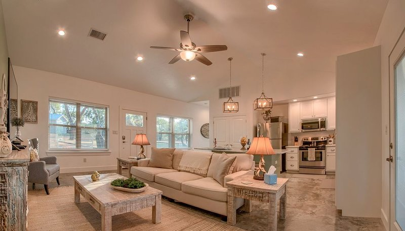 Lone Star Cabin No. 6 ~ Texas Hill Country, vacation rental in Fredericksburg