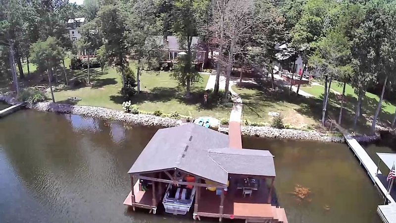 Waterfront w/ Views! Boat house/dock on Guntersville. Renovating now for Spring!, holiday rental in Grant