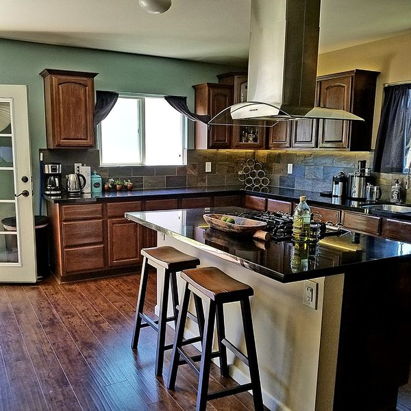 Completely renovated open floor plan, vacation rental in Bell Canyon