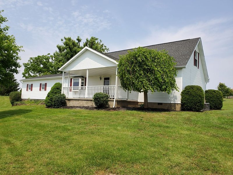4 bedroom Tenant House at Muddy Boots petting farm..., Ferienwohnung in Laurelville