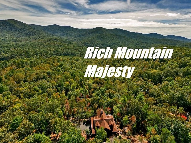 �8 Min to BR �Amazing Views � Luxury Lodge� w/ Game Room��,  3 King Suites, vacation rental in Cherrylog