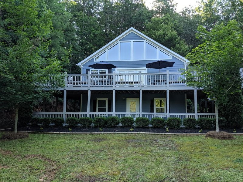 In Helen, GA - Gated Golf Comm. - Private 4 Bed/4.5 Bath w/Pool Table, vacation rental in Helen