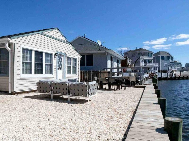 Cozy & Chic Waterfront Jersey Shore Home, aluguéis de temporada em Bayville