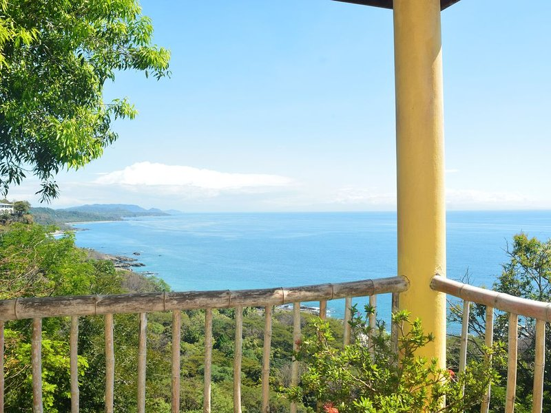 Living on the Edge Treehouse, holiday rental in Montezuma
