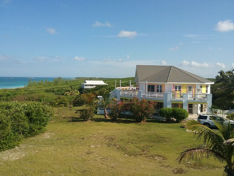 YELLOWBIRD, SECLUDED BEAUTIFUL BUNGALOW WITH MAGNIFICENT ATLANTIC OCEAN VIEWS, casa vacanza a Isola di Grand'Abaco