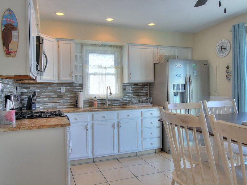 Pet friendly home located just 5 houses from the Delaware Bay, holiday rental in Lower Township