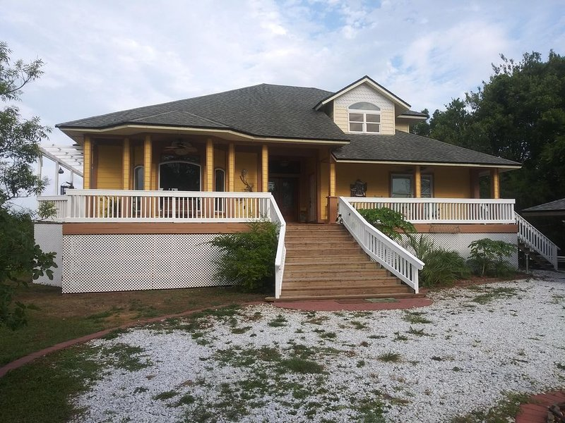 Susie's Seaside Sanctuary is  a perfect getaway for the nature lover., casa vacanza a Amelia Island