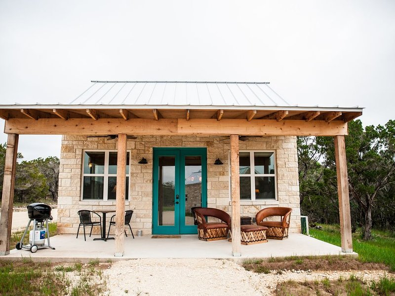 The Robert Earl, a King Casita at Hill Country Casitas, vacation rental in Dripping Springs