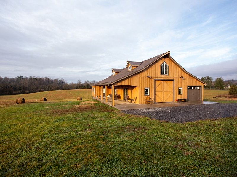 The Mockingbird Farm 'Barn-do-minium' is privately situated on 27 rolling acres., holiday rental in Seymour