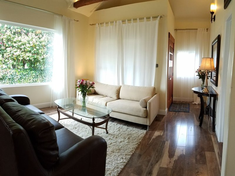 Spacious with Luxury Touches, Fish 'n Feather Home for Vacation or Professionals, alquiler de vacaciones en Fort Dick
