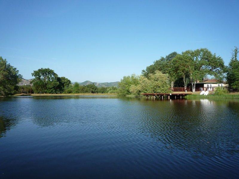 Serene Lakefront Getaway, location de vacances à Sanger