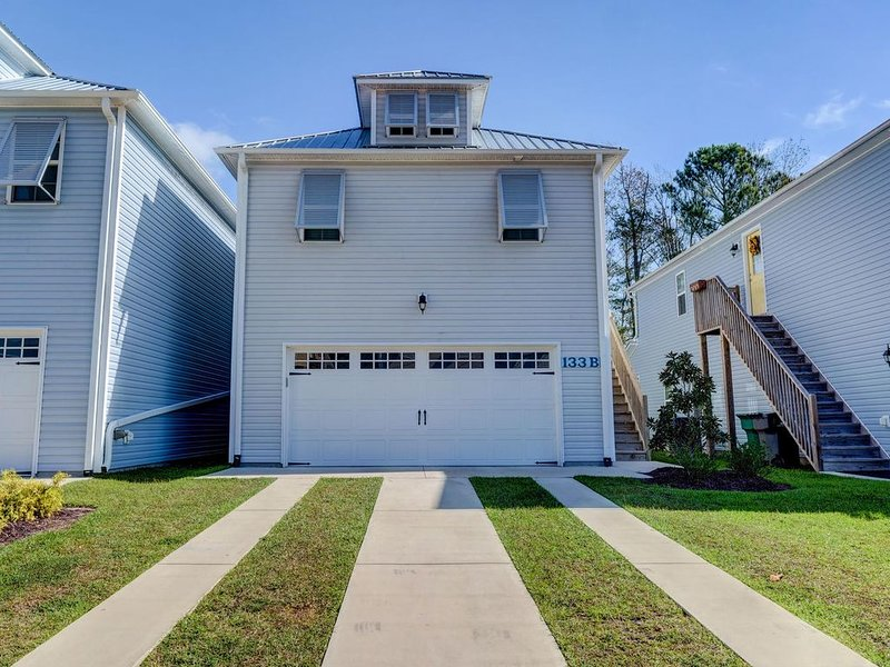 Minutes from the Beach!!   Beautiful new home in the heart of Surf City., location de vacances à Holly Ridge