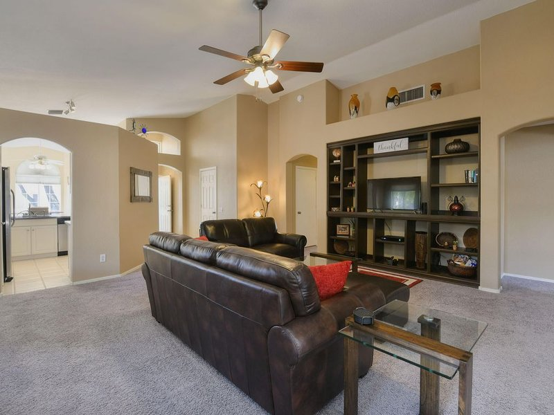 Spacious Southwestern Sunny Casita, holiday rental in Red Rock