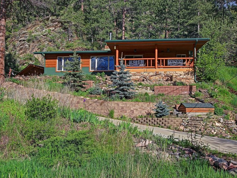 Big Thompson Cabin-Near Estes, RMNP, and Loveland!, casa vacanza a Drake