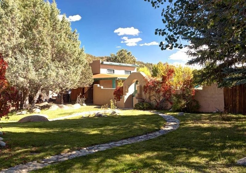 Riverheart Retreat on the Arkansas River ' Great for large groups or Weddings', holiday rental in Johnson Village