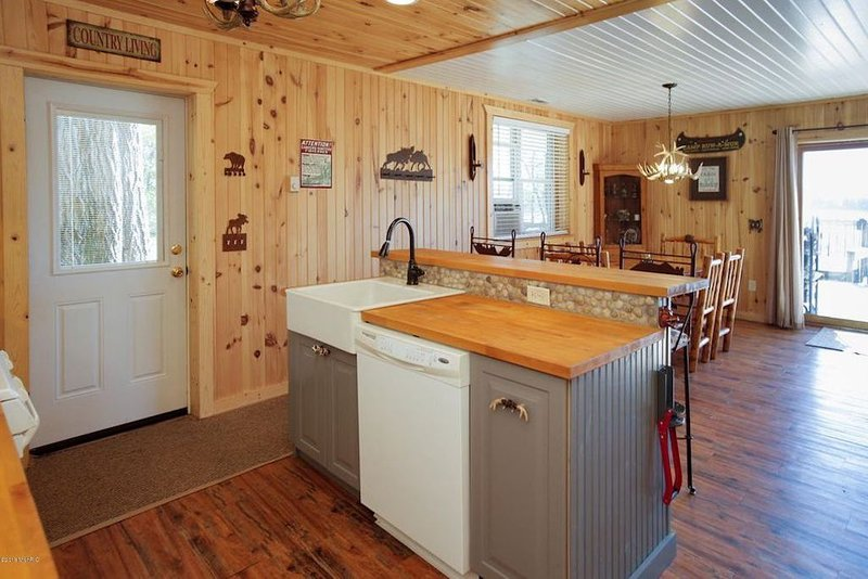 Allegan Lake Cottage & Private Cabin, holiday rental in Gobles