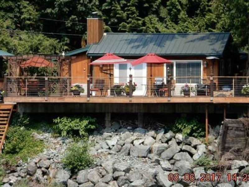 Snow is in the mountains!, vacation rental in Gold Bar