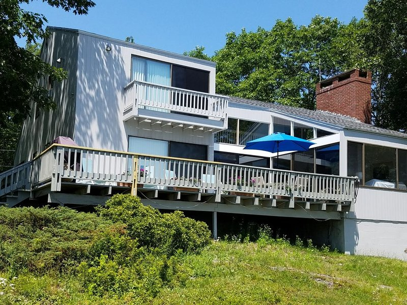 BOOKING NOW FOR SUMMER ********* ! BREATHTAKING OCEAN FRONT HOME!, holiday rental in Cape Neddick