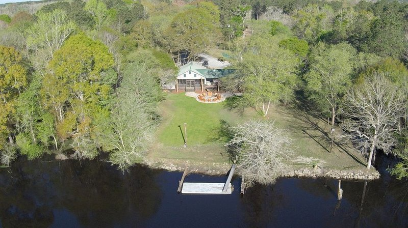 Sanctuary * Edisto River Lodge, Perfect Family River Retreat, alquiler de vacaciones en Ridgeville
