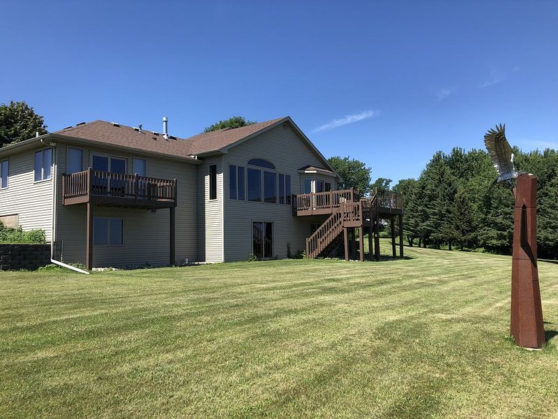 Gorgeous Home overlooking Chippewa and Mississippi Rivers, location de vacances à Lake City