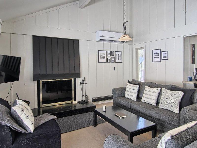 Enjoy a Winter Getaway at Contemporary Hideaway!, alquiler de vacaciones en Bellaire