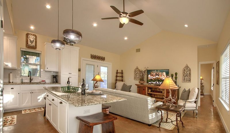 Lone Star Cabin No. 4 ~ Texas Hill Country, holiday rental in Fredericksburg