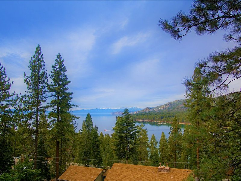 Skyfall at Lake Tahoe - Stunning Lake Views – semesterbostad i Zephyr Cove