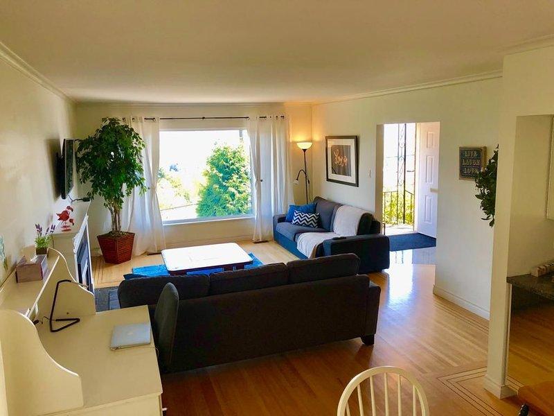 Perfect Location Home with Beautiful View, alquiler de vacaciones en Lions Bay