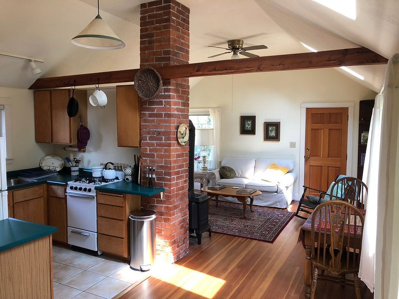 Garden Cottage on College Hill, vacation rental in Creswell