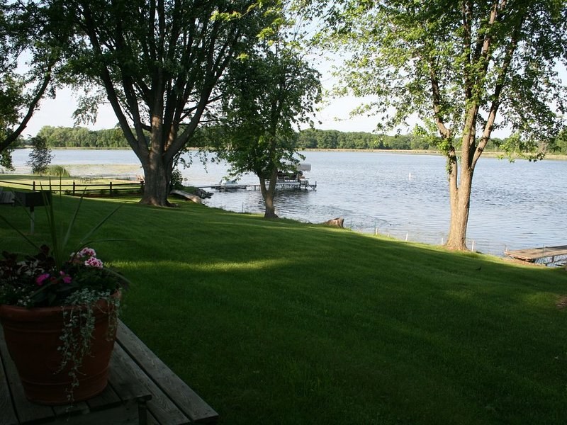 Beautiful and Clean 2 Bedroom Cottage on Clearwater Lake, holiday rental in Waite Park