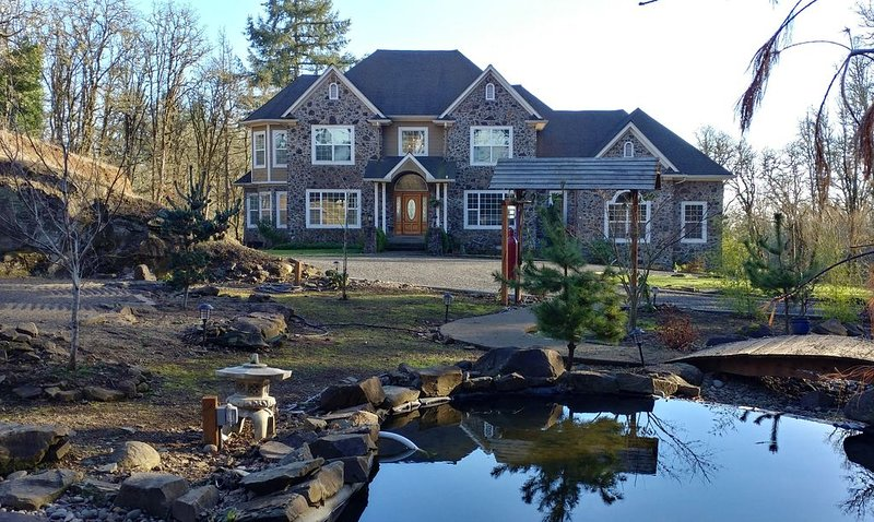 Exquisite Estate Home on 10 acres in North Albany, holiday rental in Monmouth