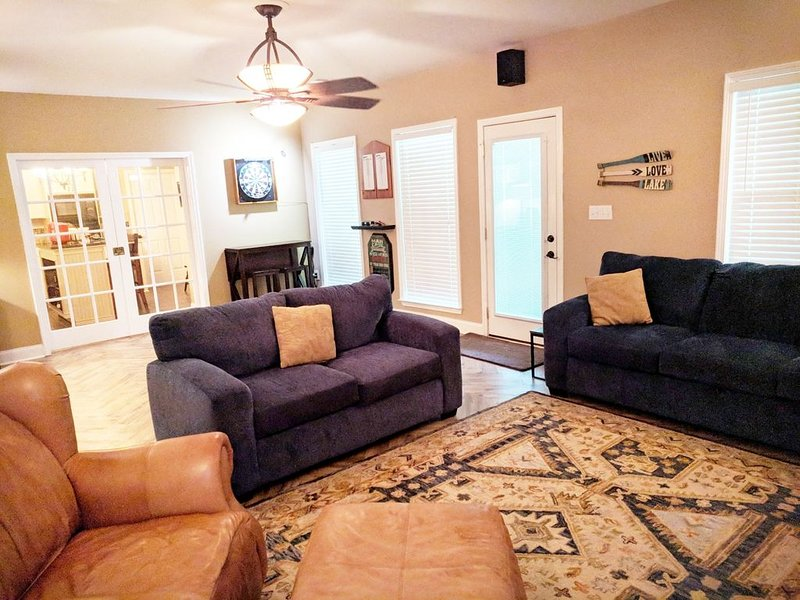 Spacious Southern Retreat- Stay 3 nights & cleaning fee is waived., holiday rental in Lawrenceville