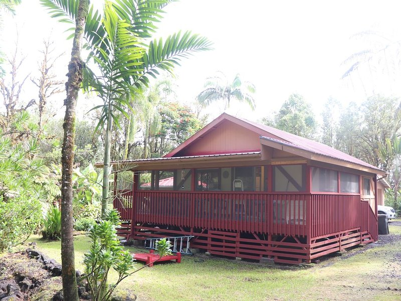 COZY HIDEAWAY IN THE OHIA RAINFOREST LOCATED BELOW VOLCANO NATIONAL PARK, location de vacances à Mountain View