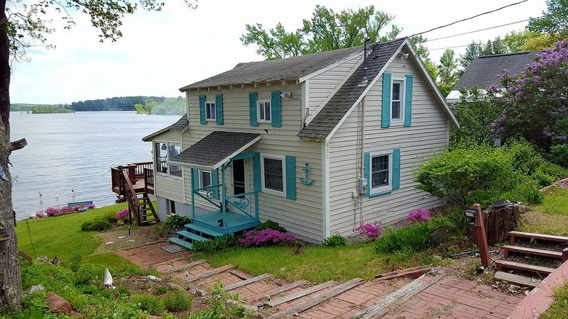 Sacandaga Lakefront Cottage, holiday rental in Northville