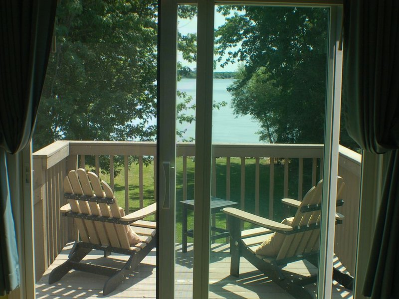 Charming beachfront cottage in Point Peninsula, holiday rental in Dexter