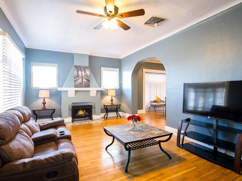 Heart of El Paso Beautiful Cozy home just off I-10, holiday rental in Santa Teresa