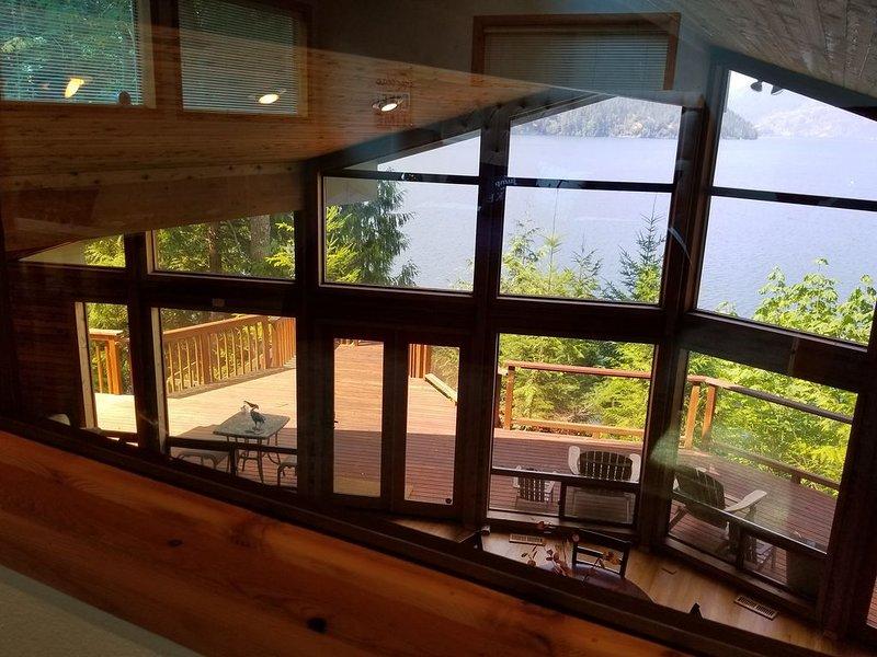 Luxurious Retreat On Lake Cushman, vacation rental in Hoodsport