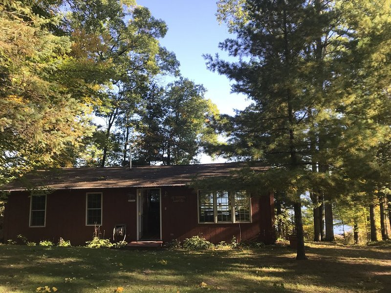 Cozy Northwoods Cabin on Mallard Lake, vacation rental in Shell Lake