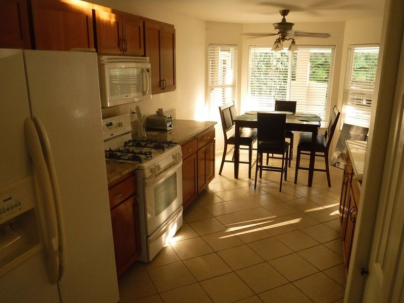 Aloha on a Budget- Sleeps 6! Master Bedroom has AC!, holiday rental in Keaau