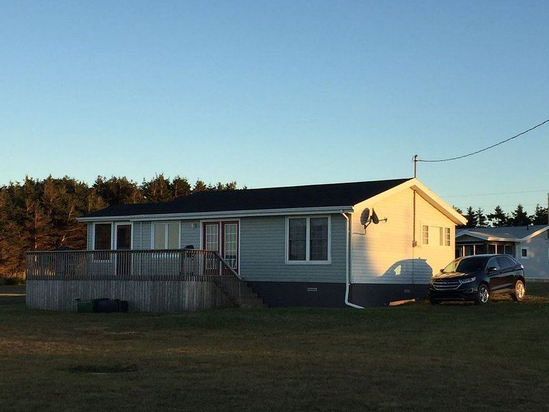 Ocean Side 3 Bedroom North Shore Cottage in PEI, aluguéis de temporada em Savage Harbour