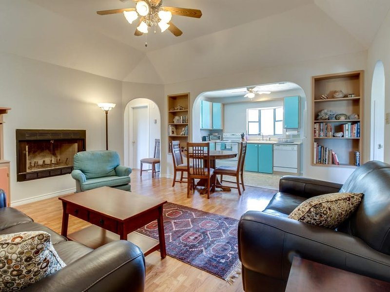 Wayback Cottage: Tranquility and Starry nights on 35 private acres., vacation rental in Dripping Springs