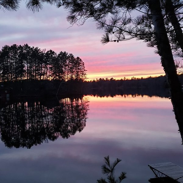 Hodag Hideaway located in a wooded setting 50 feet from the water's edge., holiday rental in Harshaw