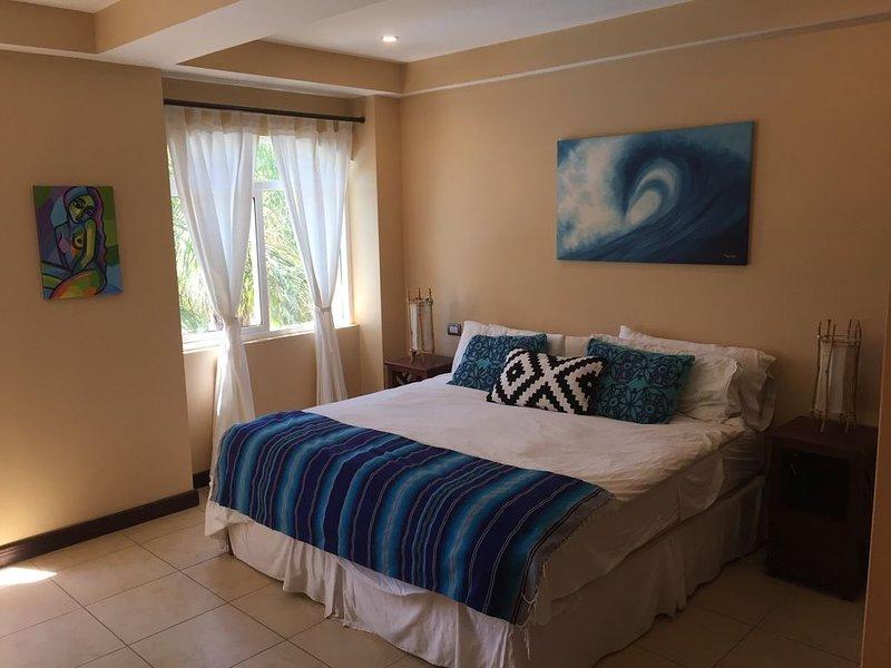 Beautiful Condo steps From both Tamarindo and Langosta Beach!, holiday rental in Playa Langosta