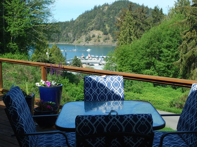 MAGICAL CORNET BAY RETREAT  Discounted price for new summer listing!!!, vacation rental in Oak Harbor