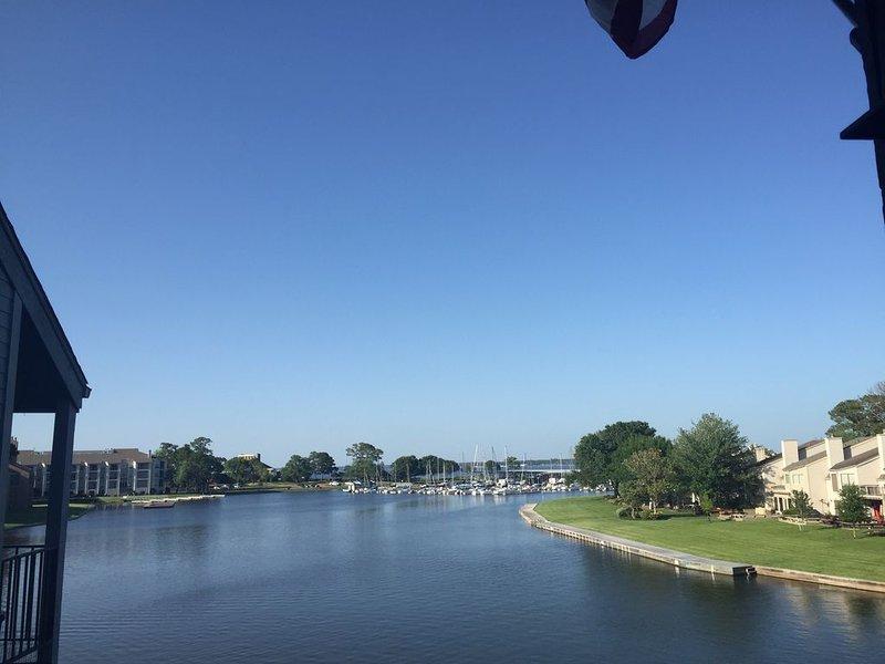 Waterfront Condo, 3BR, 3 Bath, 1260 sf, Sleeps 7, holiday rental in Montgomery