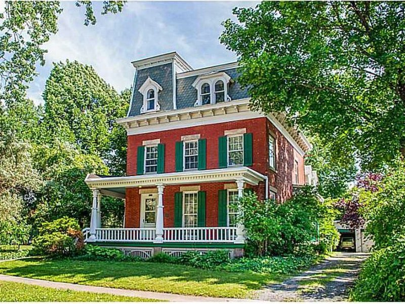 3 Bedroom Suite in Victorian Mansion, holiday rental in Fairport