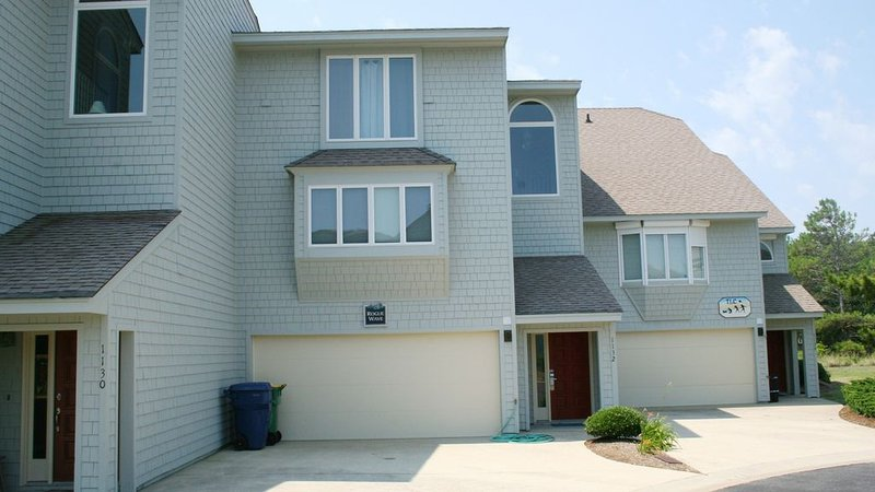 Completely reno, Pet-Friendly & Fast Internet Minutes from the Beach!, vakantiewoning in Corolla