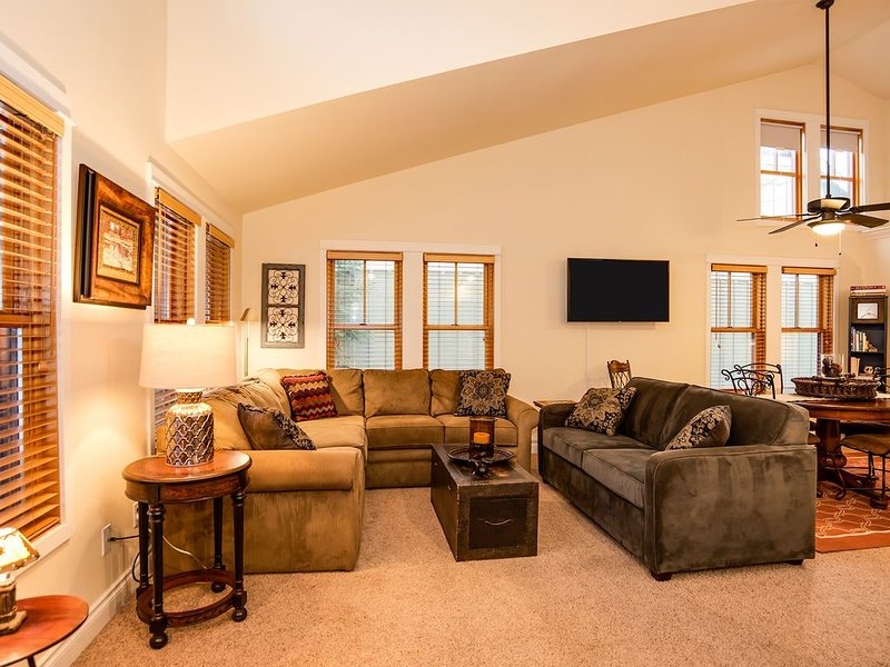 Prime Location ~ IMMACULATE - Steps to Downtown & Amazing Views -, vacation rental in Sisters